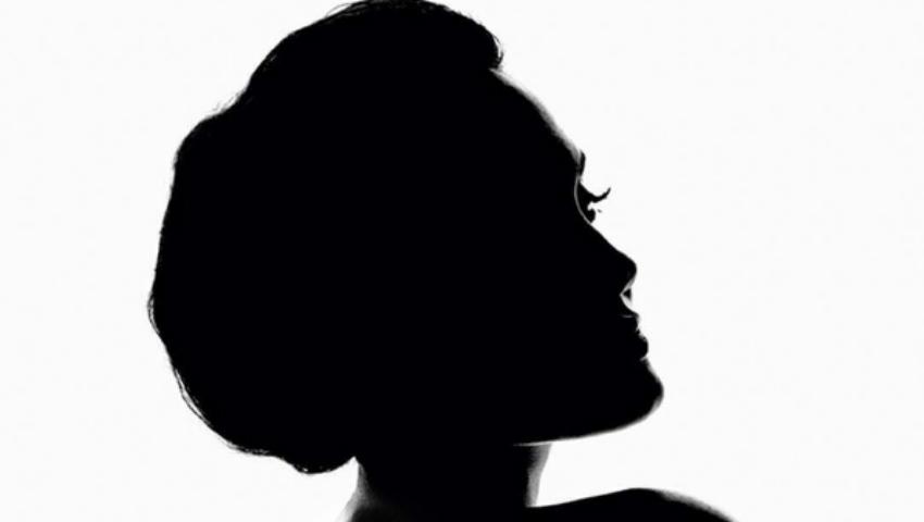 Angelina Jolie este imaginea unui parfum!