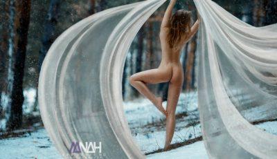 """Sorina Dima: """"După ce am pozat nud, maică-mea mă tot tachinează că n-o să-mi mai cumpere haine"""""""
