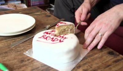 Toată viața ai tăiat tortul greșit. Iată cum trebuie să o faci!