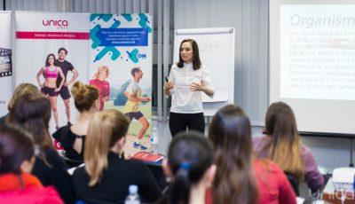 """Biletele la seminarul """"Detoxifierea după Sărbători"""" cu Galina Tomaș s-au vândut în timp record. Iată ce sfaturi au primit femeile de la nutriționist!"""