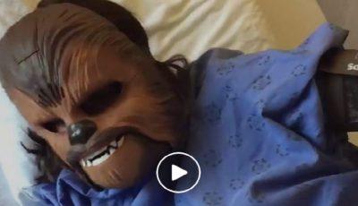 O femeie a născut în mască de Chewbacca! Așa a dorit să își manifeste emoțiile