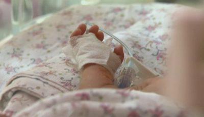Un bebeluș de 6 luni, în stare gravă la spital după ce a fost bătut crunt de concubinul mamei sale!