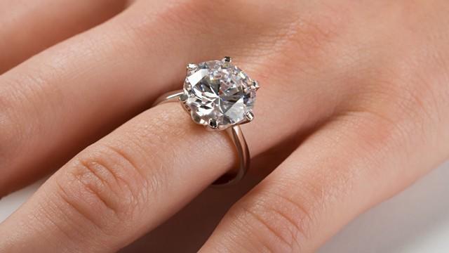 Istoria-inelului-de-logodna