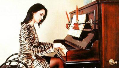 VIDEO. Vezi cât de talentată e Andreea Marin. Cântă la pian ca o adevărată profesionistă