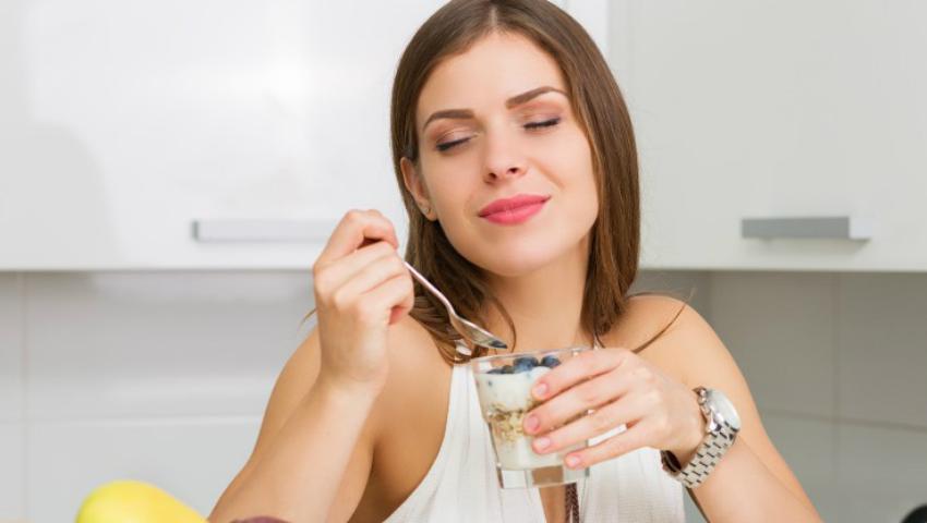 Foto: Iaurt degresat + tărâțe de ovăz = Dieta minune care te ajută la pierderea rapidă de grăsimi şi de kilograme în plus