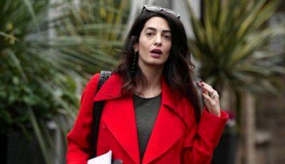 Prima poză cu Amal Clooney însărcinată. I se vede burtica