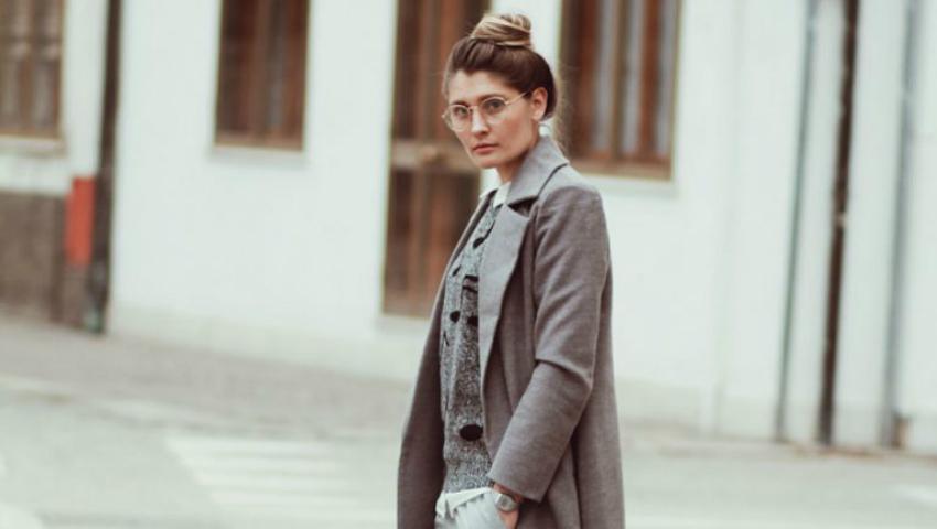 Foto: Și în gri putem fi stilate, ne demonstrează fashion bloggerița Mia Beschieri