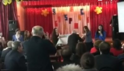 O absolventă a liceului din Lozova și-a premiat profesorii. Le-a dăruit o călătorie în SUA