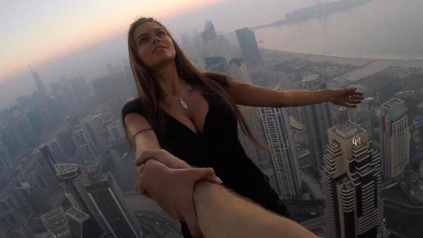 Foto: O tânără și-a riscat viața pentru a face un selfie!