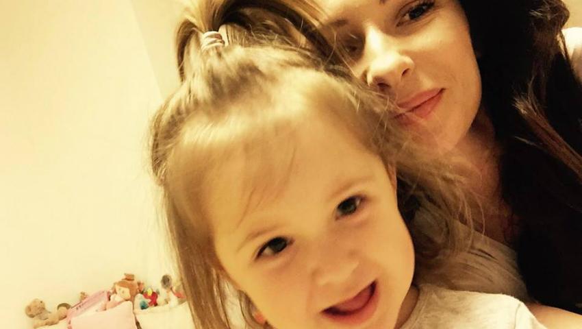 """Foto: Angela Gonța este """"înjurată"""" de fiica sa!"""