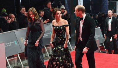 Kate Middleton a strălucit într-o rochie cu umerii goi la decernarea premiilor BAFTA