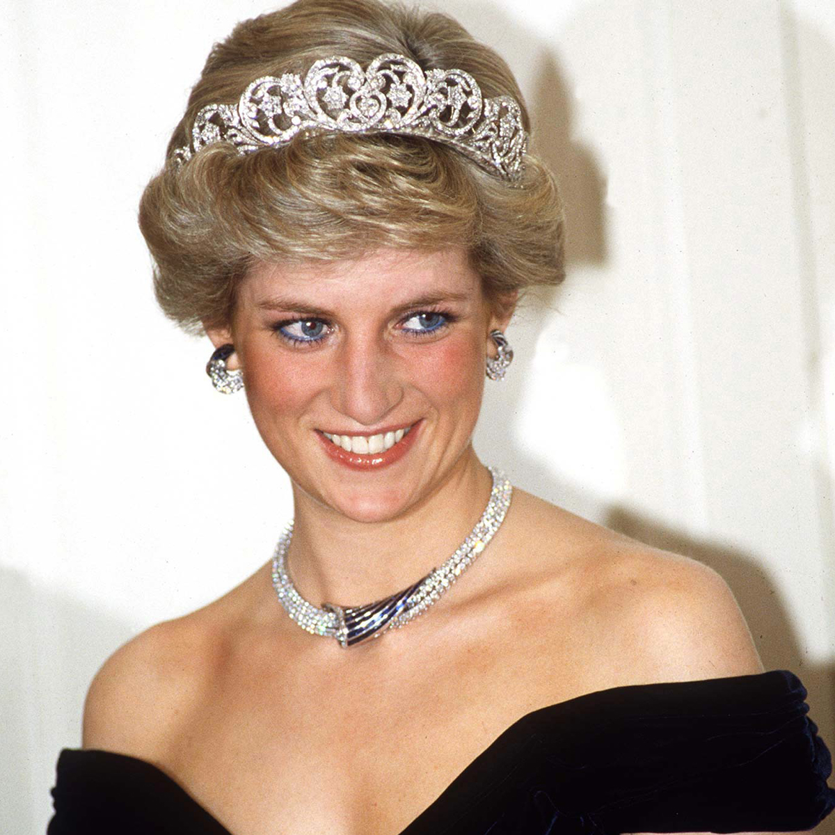 BONN, GERMANY - NOVEMBER 02: Princess Of Wales In Bonn, Germany Wearing Sapphire And Diamond Jewels Which Were A Gift From The Sultan Of Oman (the Tiara Is Her Own Spencer Tiara) With A Dress Designed By Fashion Designer Victor Edelstein (Photo by Tim Graham/Getty Images)