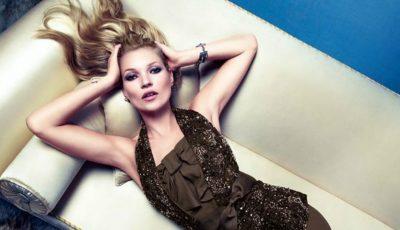 Kate Moss a pozat complet goală, la 43 de ani!