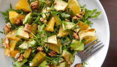 Salată de rucola, avocado și portocale. Te ajută să scapi de burtă!
