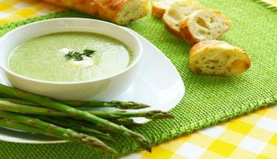 Adori sparanghelul? Iată cea mai gustoasă rețetă de supă cremă de sparanghel!