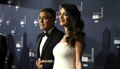 Amal Clooney, cu burtica proeminentă la gala Premiilor Cesar de la Paris!