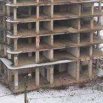 Foto: Un minor din Capitală riscă să rămână invalid, după ce a căzut de la etajul unui bloc aflat în construcție