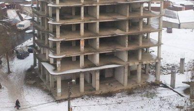 Un minor din Capitală riscă să rămână invalid, după ce a căzut de la etajul unui bloc aflat în construcție