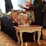 """Foto: Corpul neînsuflețit al actorului Gheorghe Pârlea a fost depus la Teatrul """"Luceafărul"""". Imagini foto"""