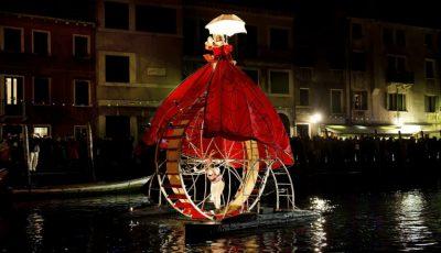 Video! Show acvatic spectaculos, la deschiderea Carnavalului de la Veneția