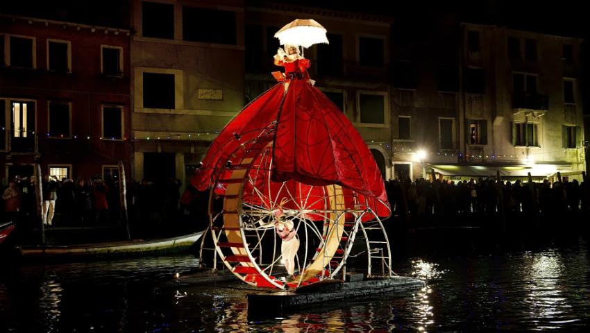 Foto: Video! Show acvatic spectaculos, la deschiderea Carnavalului de la Veneția