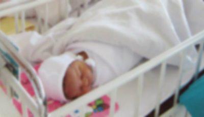 Bebelușul vândut de părinți urma să ajungă victimă a traficului de organe