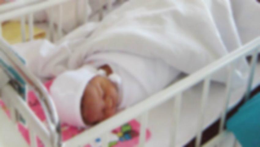 Foto: Bebelușul vândut de părinți urma să ajungă victimă a traficului de organe