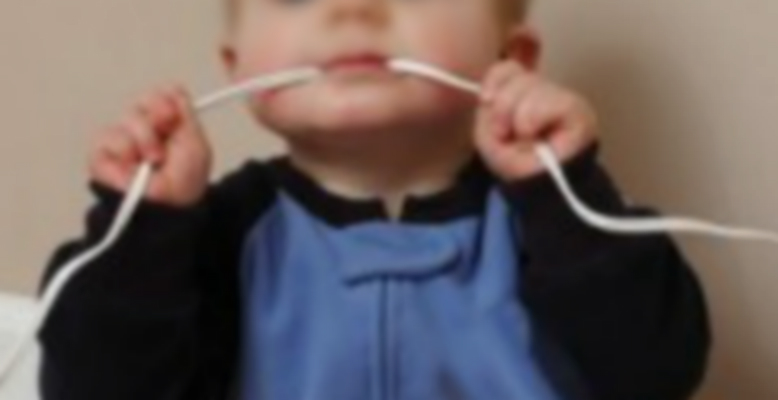 Îngrozitor! Un copil de un an și jumătate a înghițit o baterie. Cum a fost salvat de medici?