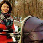 Foto: Olesea Sveclă la prima plimbare cu micuța!