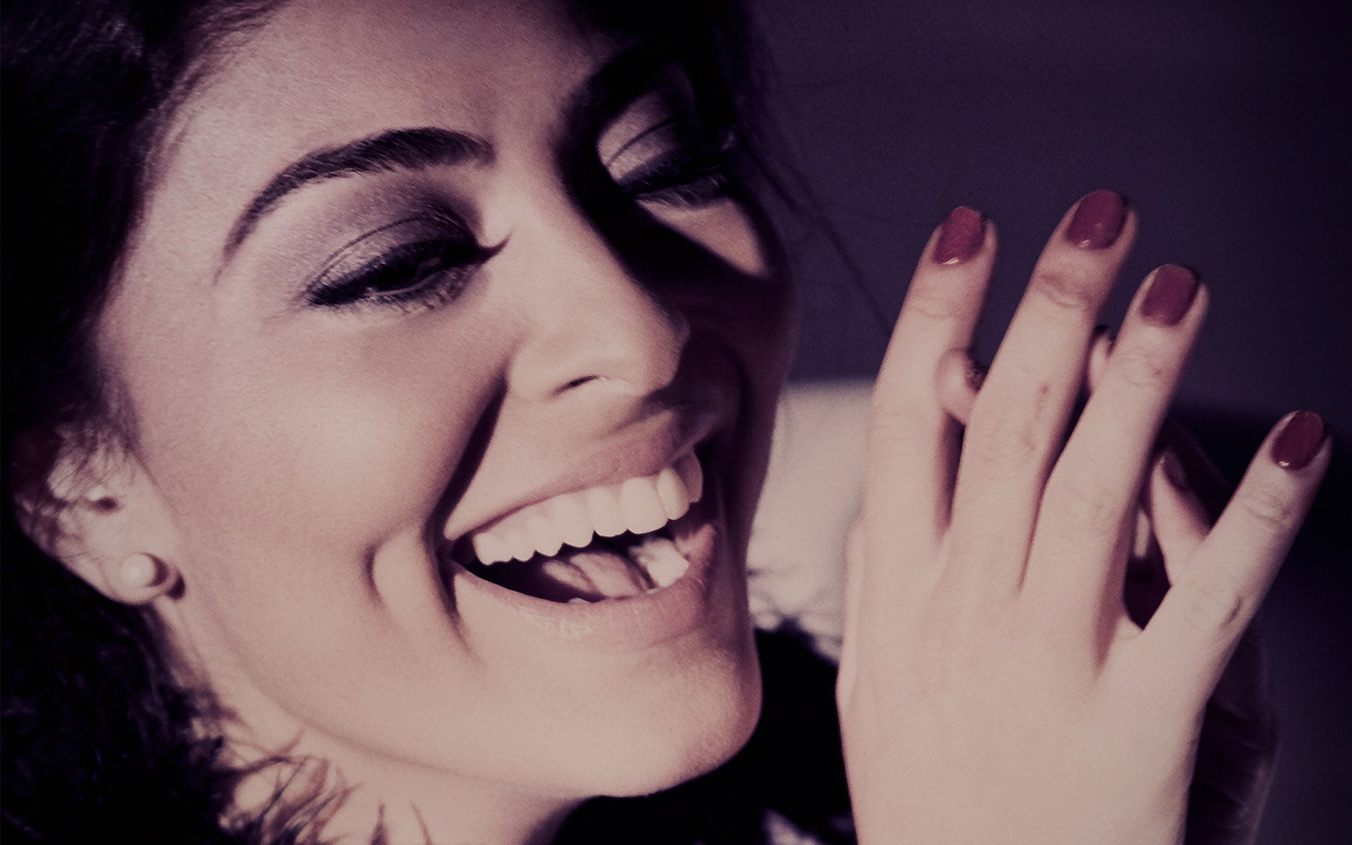 women-laughing-faces-Juliana-Paes-dimples-black-hair-_58987-52