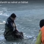 Foto: Video! S-a prăbușit sub gheața unui lac, dar a fost salvat în ultima clipă!