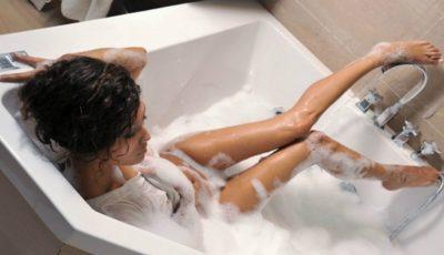 Ce să faci la duș pentru ca părul tău să fie curat mai mult timp