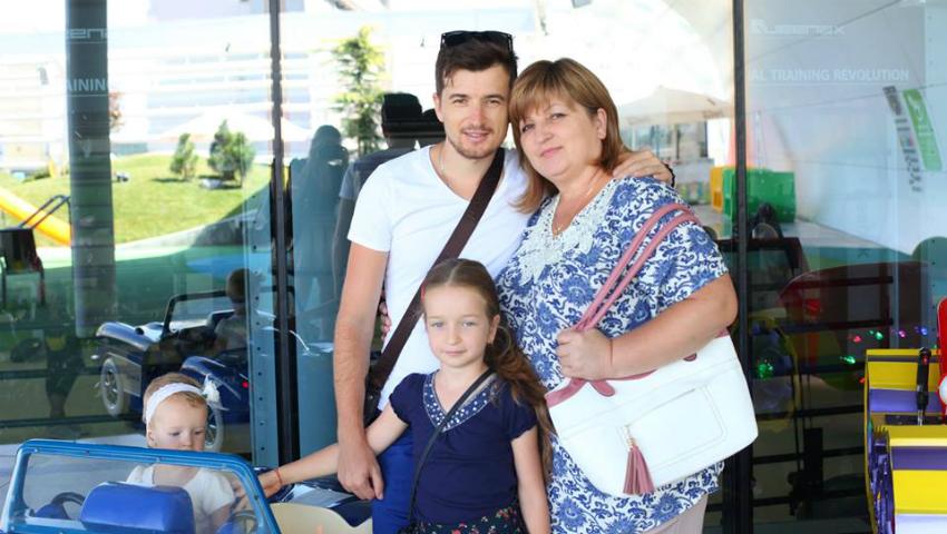 Foto: Cu drag de mama: Radu Sîrbu, interpret și producător