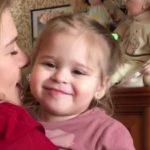 Foto: Așa mamă, așa fiică! Daria dansează și cântă în rând cu Karizma