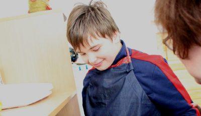 Adolescentul cu autism: iată ce trebuie să cunoști despre el și cum să-l ajuți!