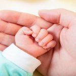 Foto: Părinții fără poliță medicală vor primi indemnizații pe copil până la vârsta de 2 ani
