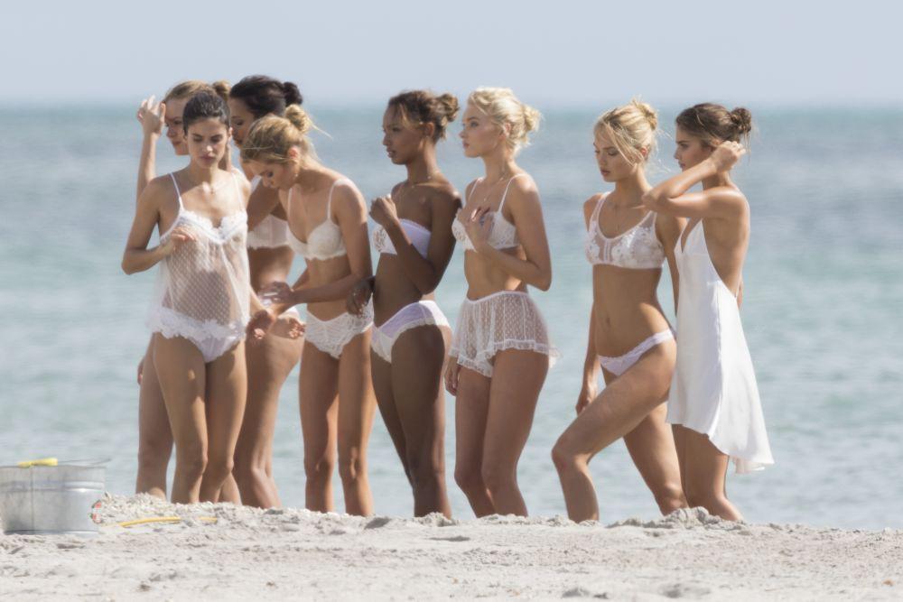 ingerasii-victoria-s-secret-aparitie-incendiara-la-plaja-cum-arata-trupurile-lor-needitate-in-photoshop_4