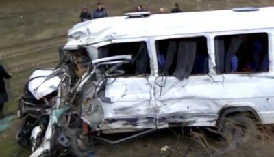 Grav accident cu implicarea unui microbuz de rută! 11 oameni au ajuns la spital