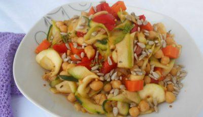 Salată de legume cu năut