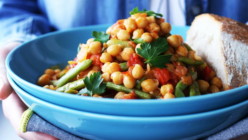 Foto: Năut cu legume în sos de roșii. Rețetă de post