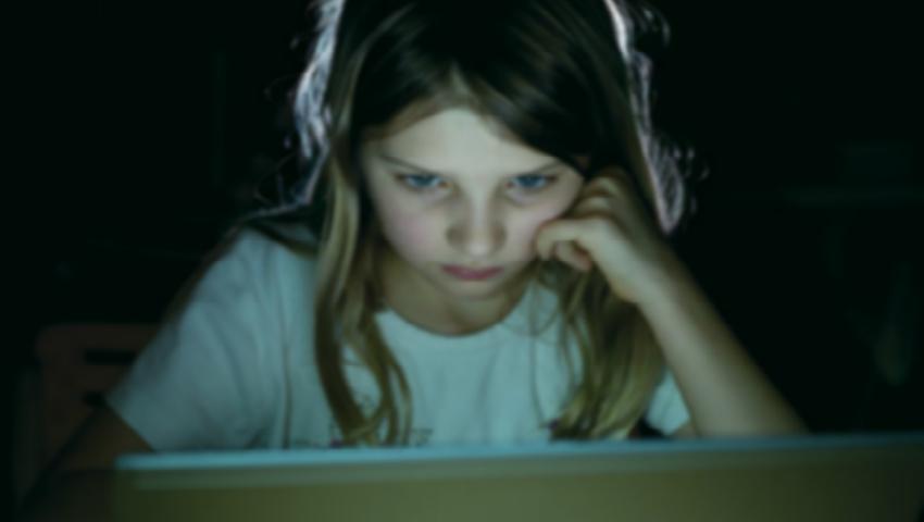 Foto: Psihologii vorbesc despre fenomenul de manipulare psiho-emoțională prin mediul online! Află cum să-ți protejezi copilul