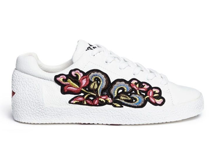 pantofi-sport-brodati