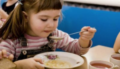 Părinții vor avea posibilitatea să verifice felul în care sunt alimentați copiii în grădinițe!