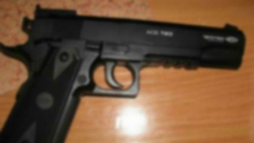 Foto: Tragedie! O fetiță de trei ani s-a împușcat cu arma pneumatică a tatălui său