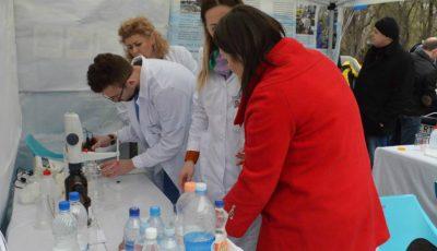 Ziua Mondială a Apei: Chișinăuienii au testat gratuit apa pe care o consumă, iar antrenorii Unica Sport au înviorat atmosfera