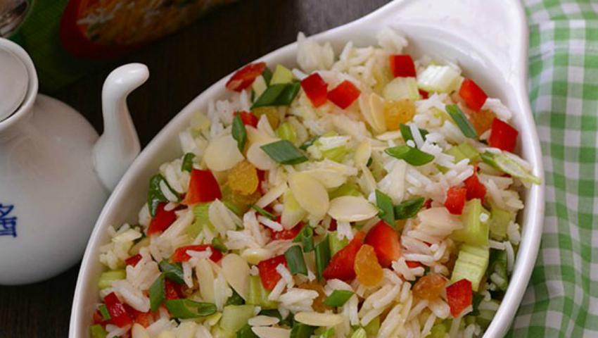 Foto: Salată de legume cu orez