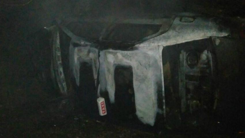 Foto: Accident cumplit la periferia oraşului Donduşeni. Un taximetrist și clientul său au decedat carbonizați după ce mașina le-a luat foc