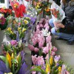 Foto: De Ziua Femeii, moldovenii au dat busna în florării