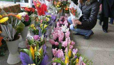 De Ziua Femeii, moldovenii au dat busna în florării