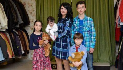 O mamă care crește patru copii de una singură a avut parte de emoții, bucurie și lacrimi de fericire